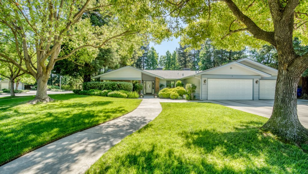 6702 N Dolores Ave,Fresno, CA  93711